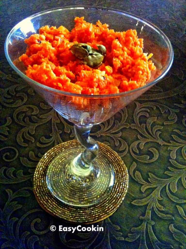 Gajar ka Halwa Recipe (Easy Indian Carrot Pudding)