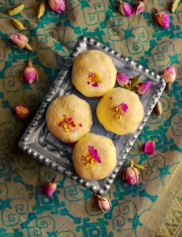 homemade Bengali Kacha Golla recipe
