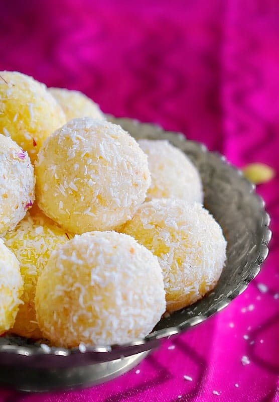 how to make Instant Coconut Ladoo