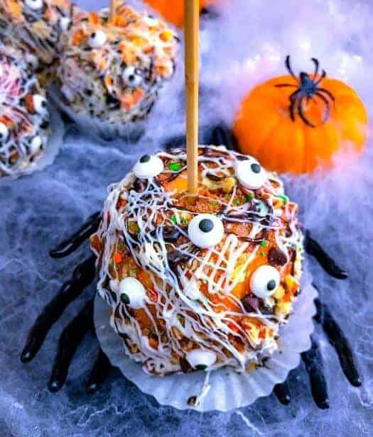 graveyard-candy-apples-halloween-apples