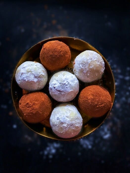 gingerbread-cookie-truffles-with-leftover-cookies