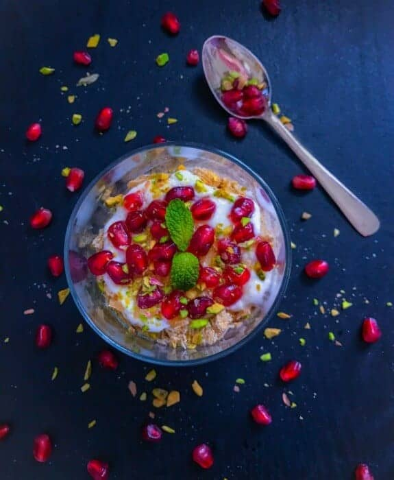 5 Minutes Honey and Pomegranate Breakfast Parfait