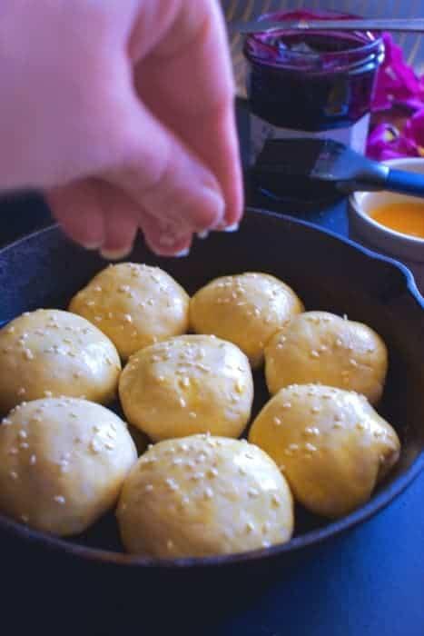 sesame-pull-apart-buns