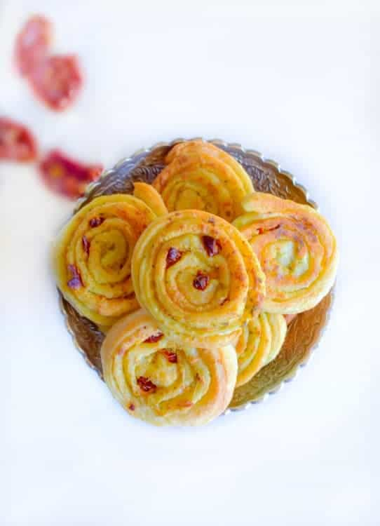 sun-dried-tomato-and-spinach-pinwheels