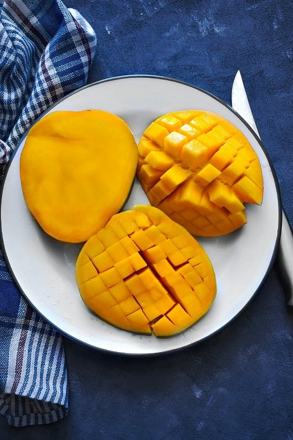 fresh-indian-mango-cut