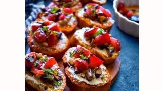Quick Tomato Mushroom Crostini #gameday