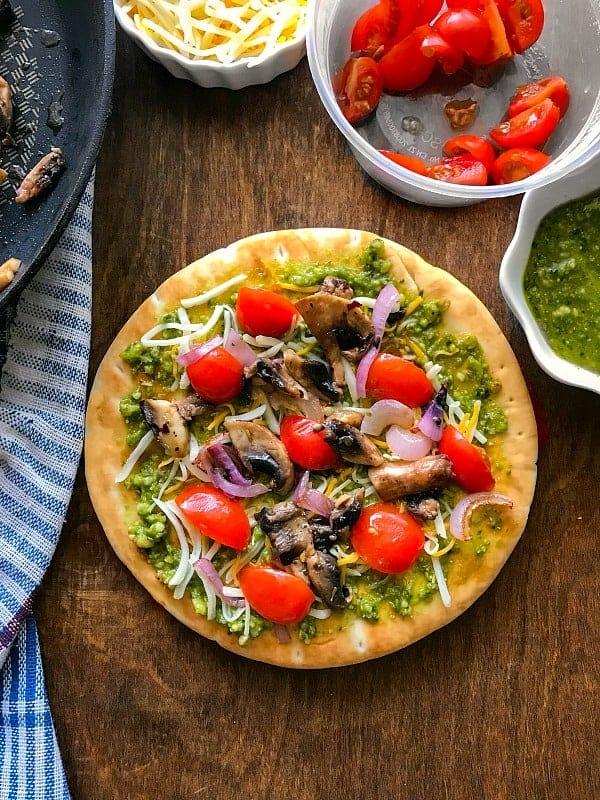 Quick-Pesto-Mushroom-Flatbread-Pizza
