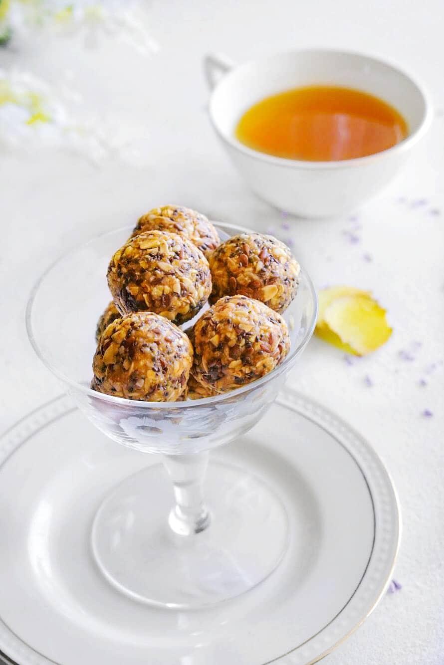 cashew-protein-balls
