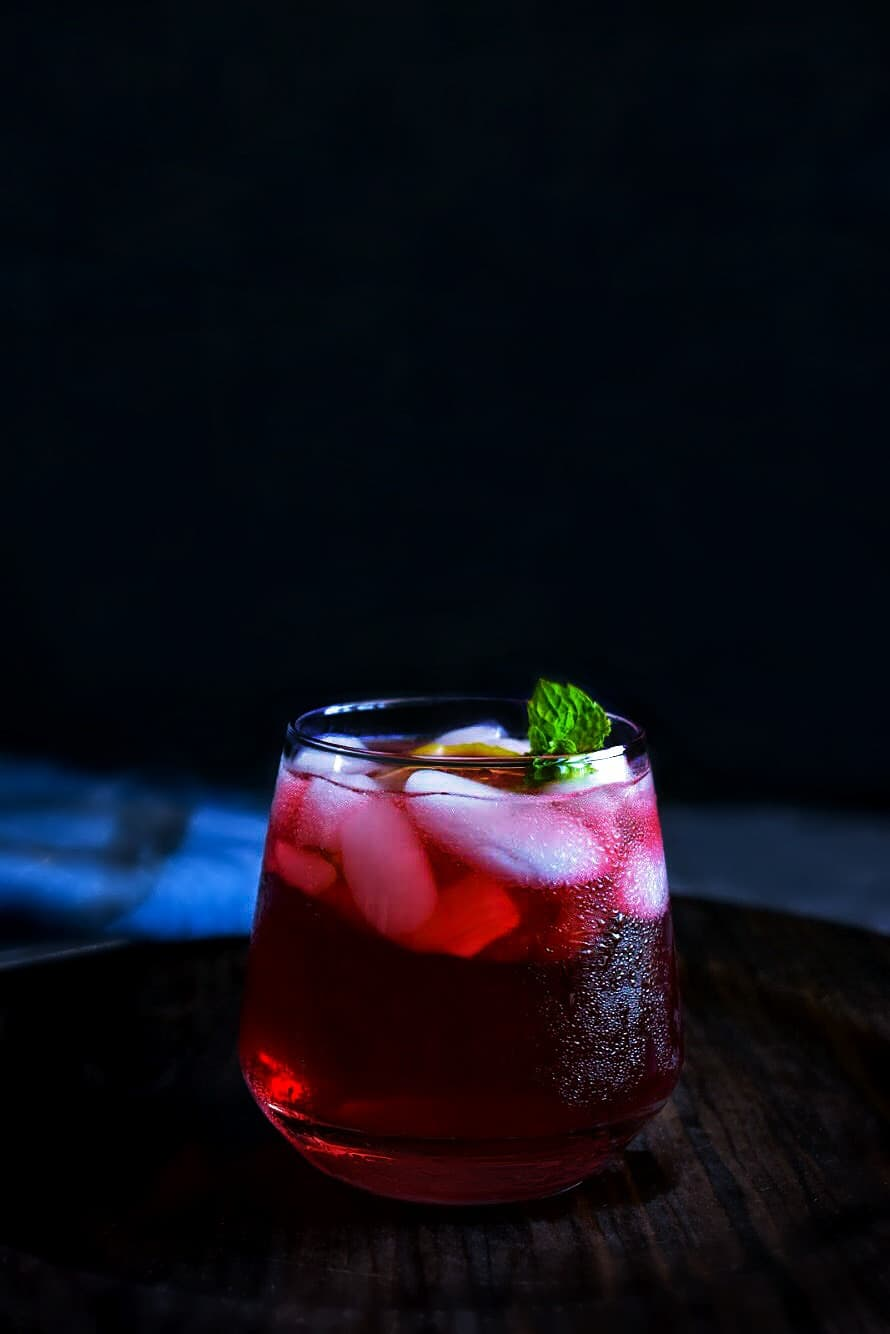 hibiscus gin cocktail using tea bags