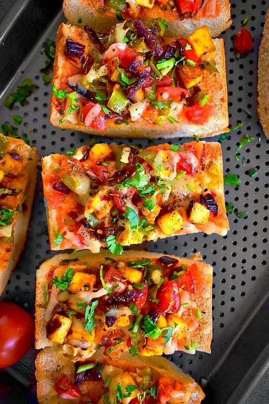 achari paneer pizza