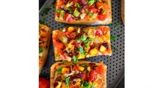 Quick Achari Paneer Pizza (Using Bread) #paneerpizza