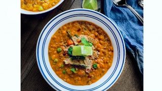 Slow Cooker Curried Lentil Quinoa Chili (V+GF) #slowcooker