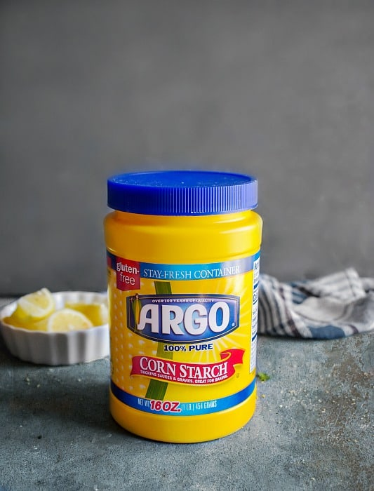Round Argo Corn starch container on blue platform