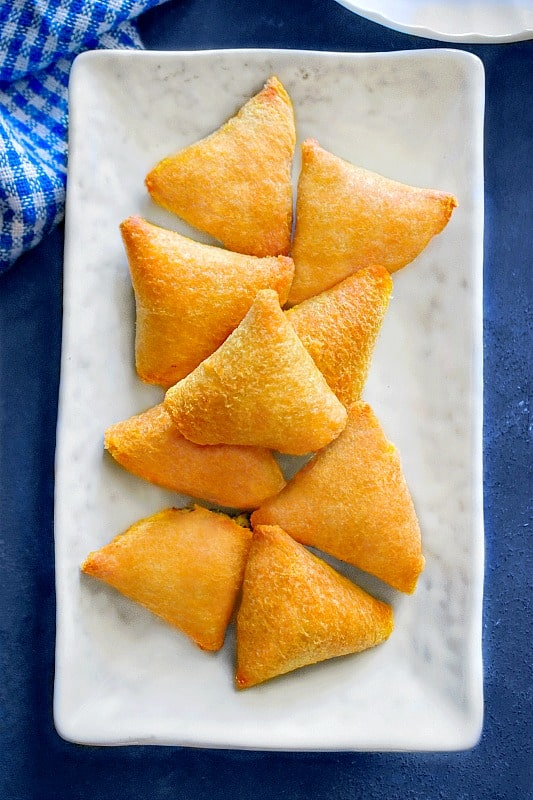 air fryer samosa with bread slices