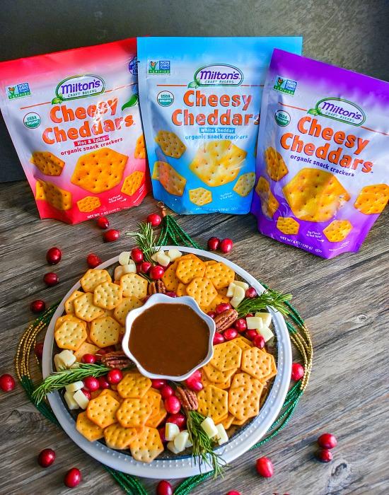 easy-holiday-snack-platter #cheeseplatter #snackboard #christmasrecipe