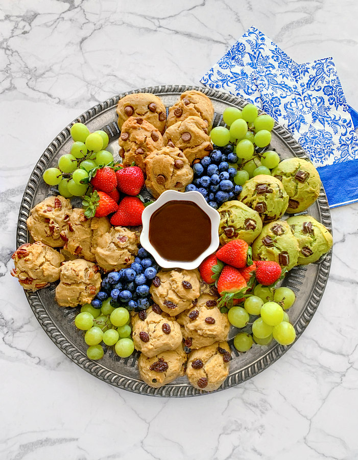 easy-cookie-charcuterie-board